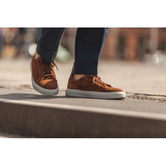 Sneaker i mellanbrun mocka