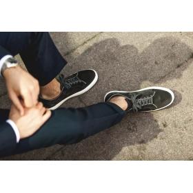 Sneaker i grå mocka