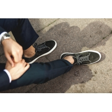 Sneaker in grey suede