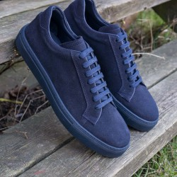 Sneaker in navy suede with navy sole
