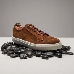 Sneaker in mid brown suede