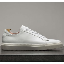 Sneaker in white leather