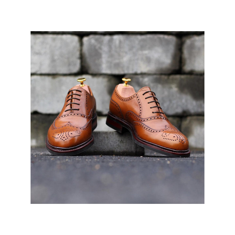 Full brogue in light brown grain leather